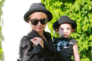 Nicole Richie Sparrow Madden Nicole Richie And Her Kids Leaving A Friend's House
