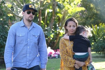 Nicole Richie Sparrow Madden Joel Madden Brings Sparrow To See Nicole At The Beverly Hills Hotel