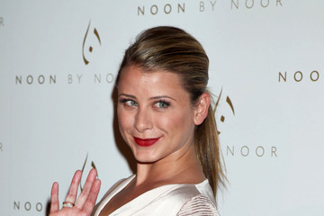 Noon+Noor+Launch+Event+Arrivals+NVMQXpg5x9Qm Lo Bosworth: Jonathan Taylor Thomas Is Gay?