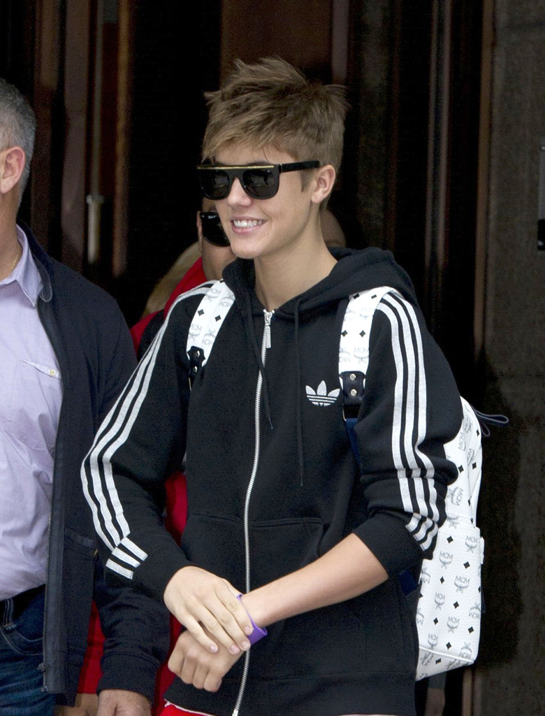 Justin Bieber Photos Photos Obsessed Justin Bieber Fans Mob His