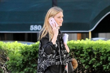 Olivia Palermo Olivia Palermo Waiting For A Cab In NYC