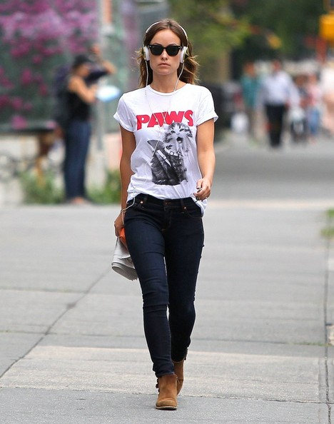 Olivia Wilde pokes fun at 'Jaws' with a silly cat shirt as she takes a walk in  New York City on August 19, 2013.