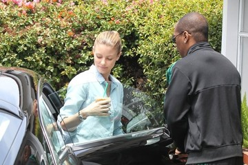 Paige Butcher Eddie Murphy and Paige Butcher Stop by Starbucks