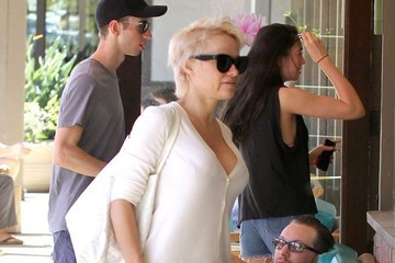 Pamela Anderson Pamela Anderson & Rick Salomon Out For Lunch In Malibu