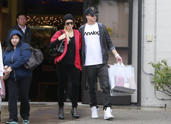 Paris Hilton and River Viiperi Shop Samy's Camera - Zimbio