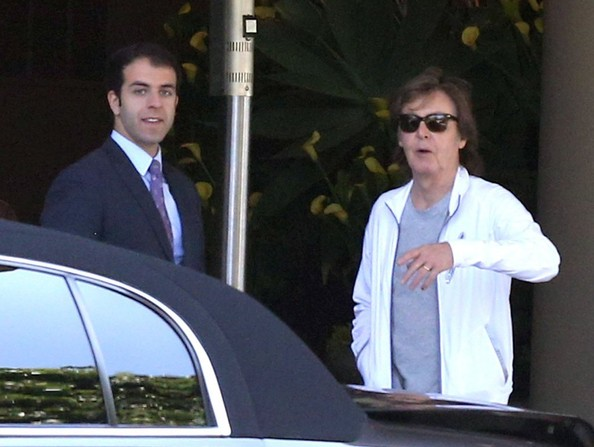 Paul McCartney - Paul McCartney Leaves His Hotel