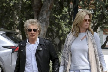 Penny Lancaster Rod Stewart and His Family Go to Starbucks in Bel Air