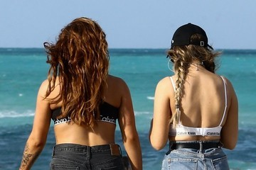 Perrie Edwards Perrie Edwards and Jesy Nelson Heat Up Miami Beach