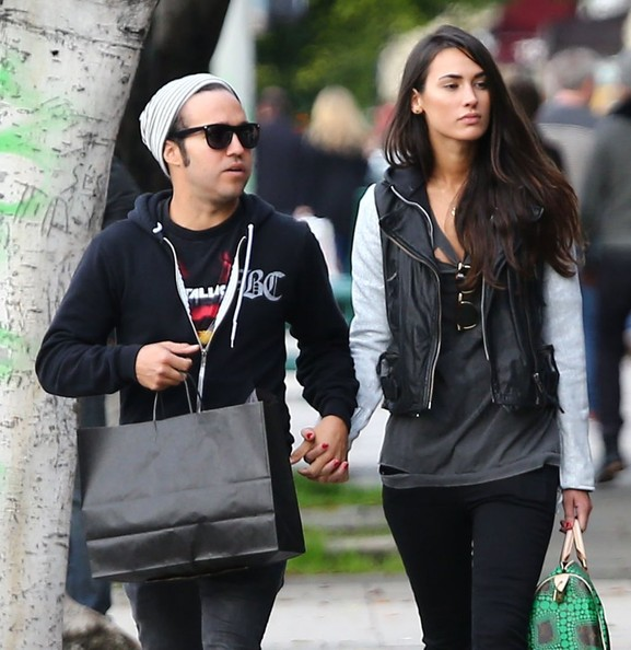 Pete Wentz And Meagan Camper Shopping - 82.4KB