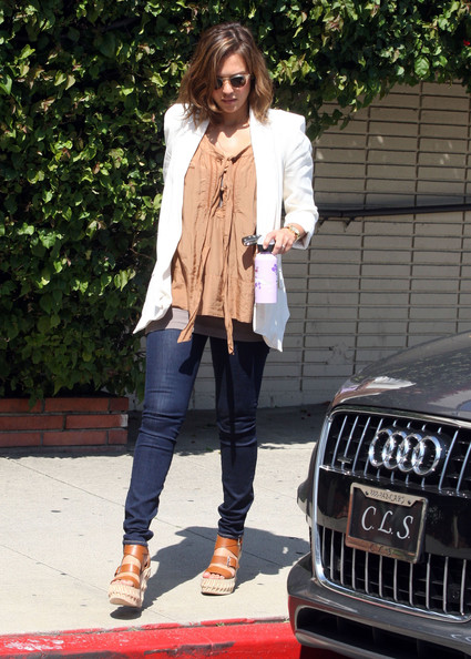 Pregnant actress Jessica Alba picking up her daughter Honor from school in Santa Monica, CA.
