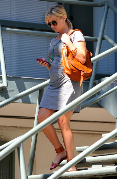 Pregnant Reese Witherspoon Leaving Her Office