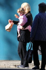 Susie Maroney Pregnant Susie Maroney And Her Daughter Out In Maroubra
