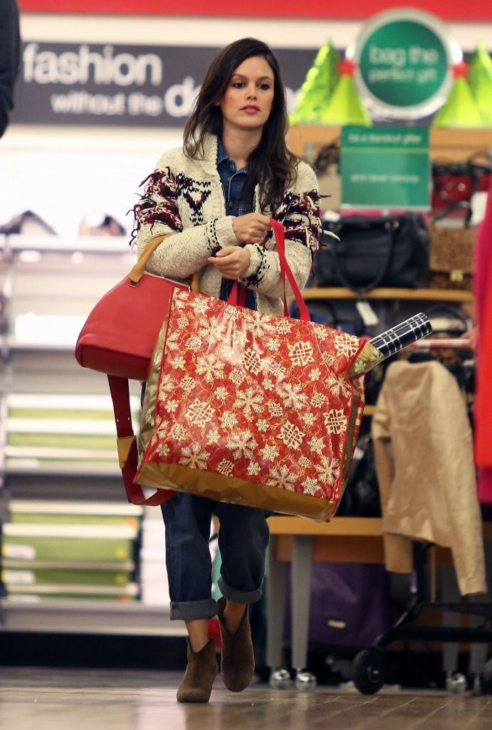 'Hart of Dixie' actress Rachel Bilson shops for Christmas bargains at T.J. Maxx in Beverly Hills, California on December 3, 2013.