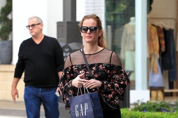 Rebecca Mader Rebecca Mader Goes Shopping In Hollywood