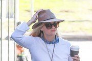 Reese Witherspoon Gets Lunch at Toscana