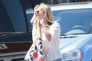 Reese Witherspoon & Kids Getting Lunch In Brentwood