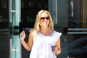 Reese Witherspoon Reese Witherspoon Leave a Spa in LA