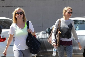 Reese Witherspoon Naomi Watts Reese Witherspoon Leaves Her Yoga Class