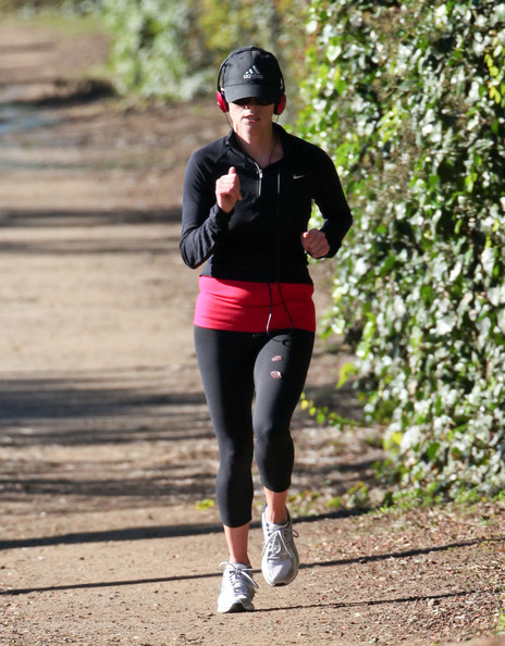 Reese Witherspoon Jogging In Brentwood []