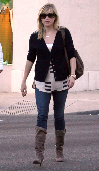 Reese Witherspoon Actress Reese Witherspoon and a friend spotted out and about in Beverly Hills, CA. Reese walks by a homeless man in a wheel chair but refuses to give him any change.