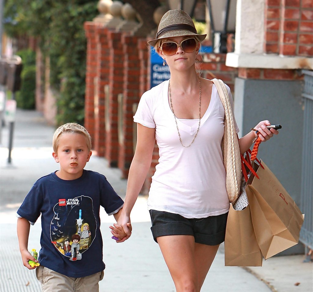 reese witherspoon in reese witherspoon and her son out