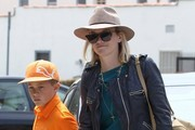 Reese Witherspoon Takes Her Kids To Lunch At The Tavern Restaurant