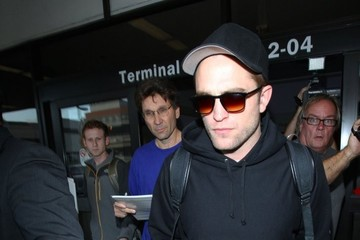 Robert Pattinson Robert Pattinson Lands at LAX