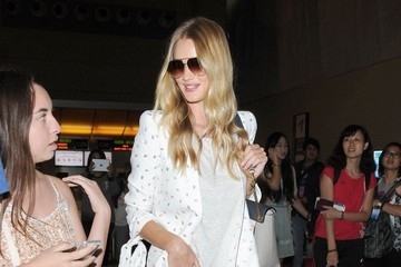 Rosie Huntington-Whiteley Rosie Huntington-Whiteley at the Airport