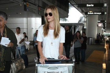 Rosie Huntington-Whiteley Rosie Huntington-Whiteley Arriving On A Flight At LAX