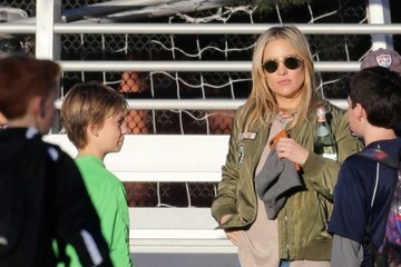 Ryder Robinson Kate Hudson Keeps Up With The Action At Her Son's Soccer Game