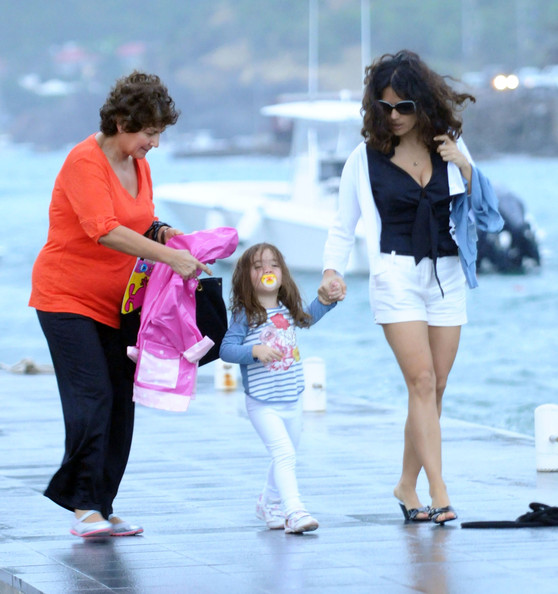 salma hayek husband and daughter. Actress Salma Hayek and her