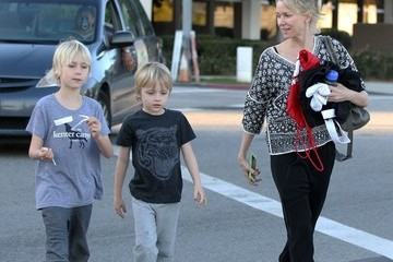 Samuel Schreiber Naomi Watts Takes Her Boys to Karate