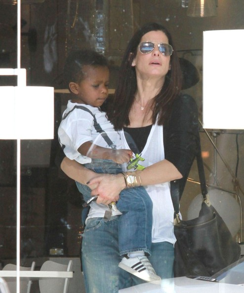 Sandra Bullock - Sandra Bullock and Louis Shop For Lights