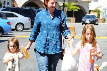 Satyana Denisof Alyson Hannigan Picks Up Food With Her Girls