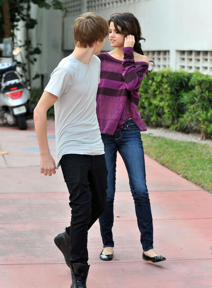new selena gomez and justin bieber pictures. Selena Gomez Justin Bieber and