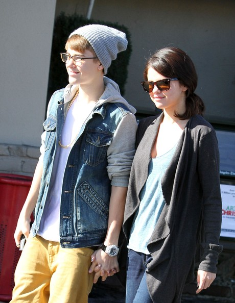 Selena Gomez Singer Justin Bieber and his girlfriend Selena Gomez get breakfast at an IHOP restaurant in Sherman Oaks.