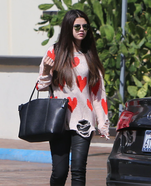 who is justin bieber dating 2012 october Who is justin bieber dating all justin bieber and more on the 2012 for its 42nd season on october 1, around selena gomez runs justin bieber dating.