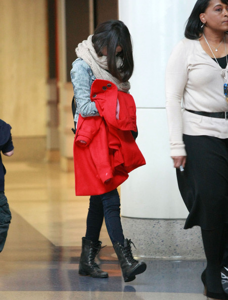 Selena Gomez - Selena Gomez Catching A Flight Out Of LAX