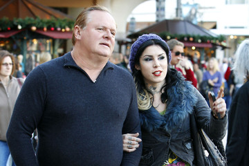 Kat Von D Rene Drachenberg Kat Von D And Her Dad Christmas Shopping At The Grove