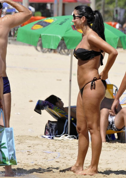 Helen Ganzarolli Enjoys The Day With Beau At Ipanema Beach Pictures