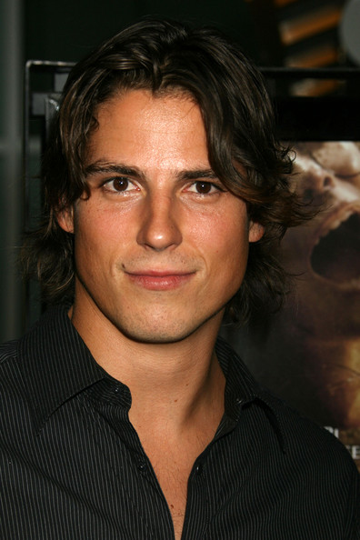 sean faris body statistics