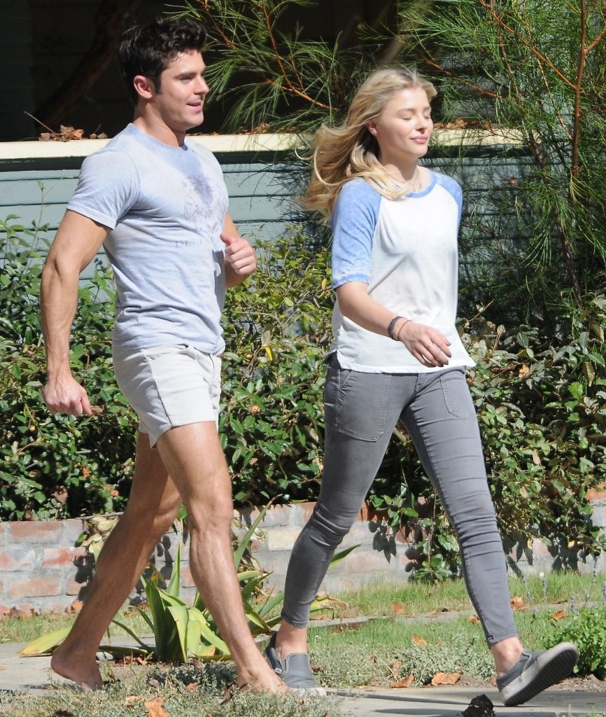 205a1a869b483 Zac Efron Photos»Photostream · Main · Articles · Pictures · Stars on the Set  of  Neighbors 2  Sorority Rising  in Los Angeles