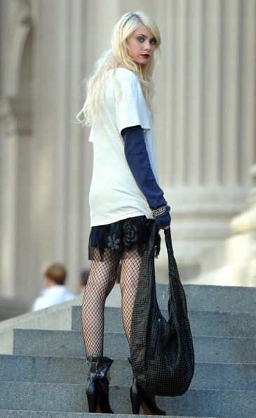 taylor momsen up skirt
