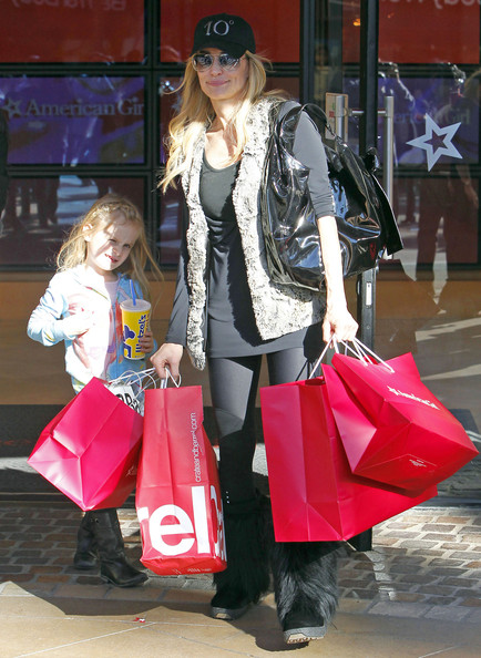 Taylor Armstrong - Semi-Exclusive: Taylor Armstrong And Daughter Kennedy Christmas Shopping At The Grove