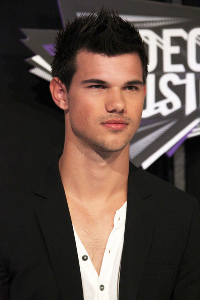 Taylor Lautner - MTV Video Music Awards - Arrivals 2