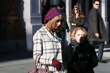 Taylor Swift Taylor Swift Lunches with a Friend