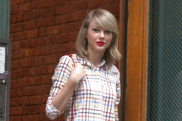 Taylor Swift Looks Pretty in Plaid