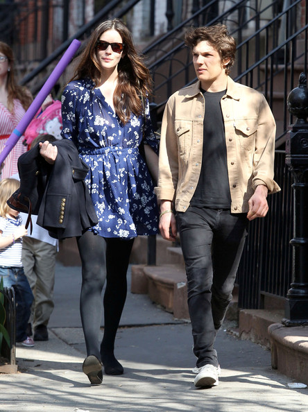 theo wenner dating liv tyler A source confirms to the huffington post that the 20-year-old singer is dating photographer theo wenner, who is both liv tyler's ex and the.