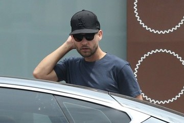 Tobey Maguire Tobey Maguire Takes His Family to Lunch