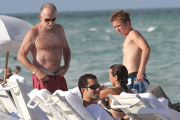 Tobin Bell Tobin Bell And Family Enjoying A Day At The Beach